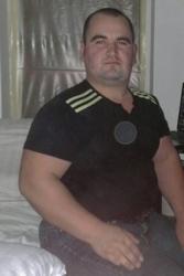 adam 32 lat